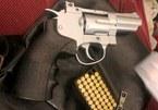 Phó Chủ tịch HĐND huyện bị khởi tố do tàng trữ súng, đạn