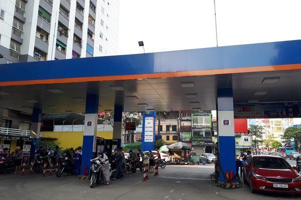 Từ 15h chiều nay, giá xăng tăng mạnh lần thứ 4 liên tiếp