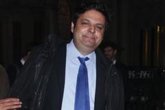 Con trai 41 tuổi, tốt nghiệp ĐH Oxford, kiện bố mẹ không chu cấp tài chính