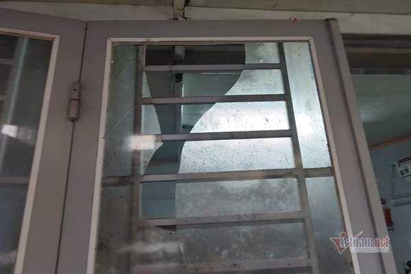 Đốt pháo nổ vỡ kính nhà bố vợ để đòi nợ con rể ở Hải Dương