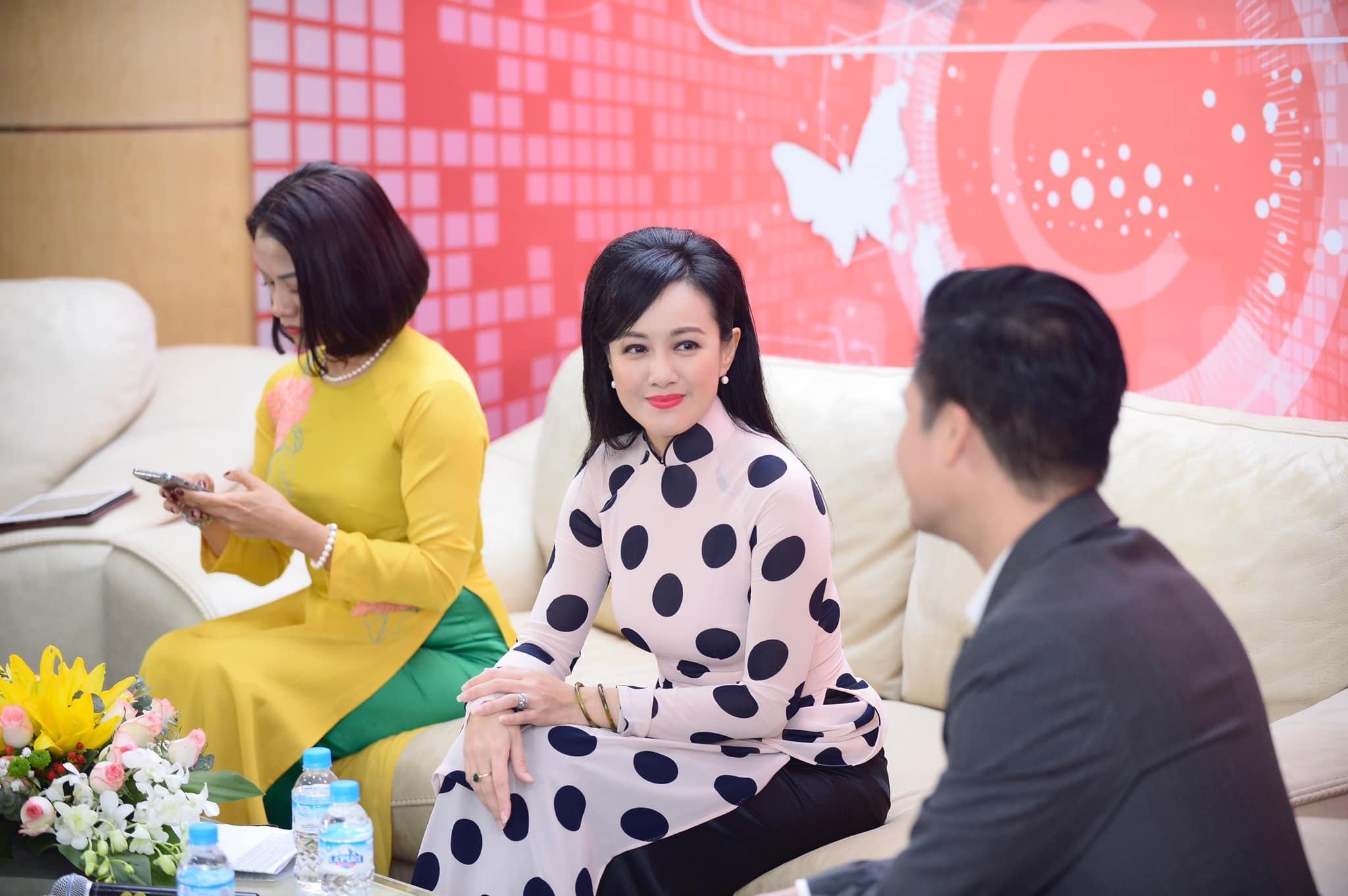 BTV Thời sự 19h Hoài Anh khen Quang Dũng dễ thương