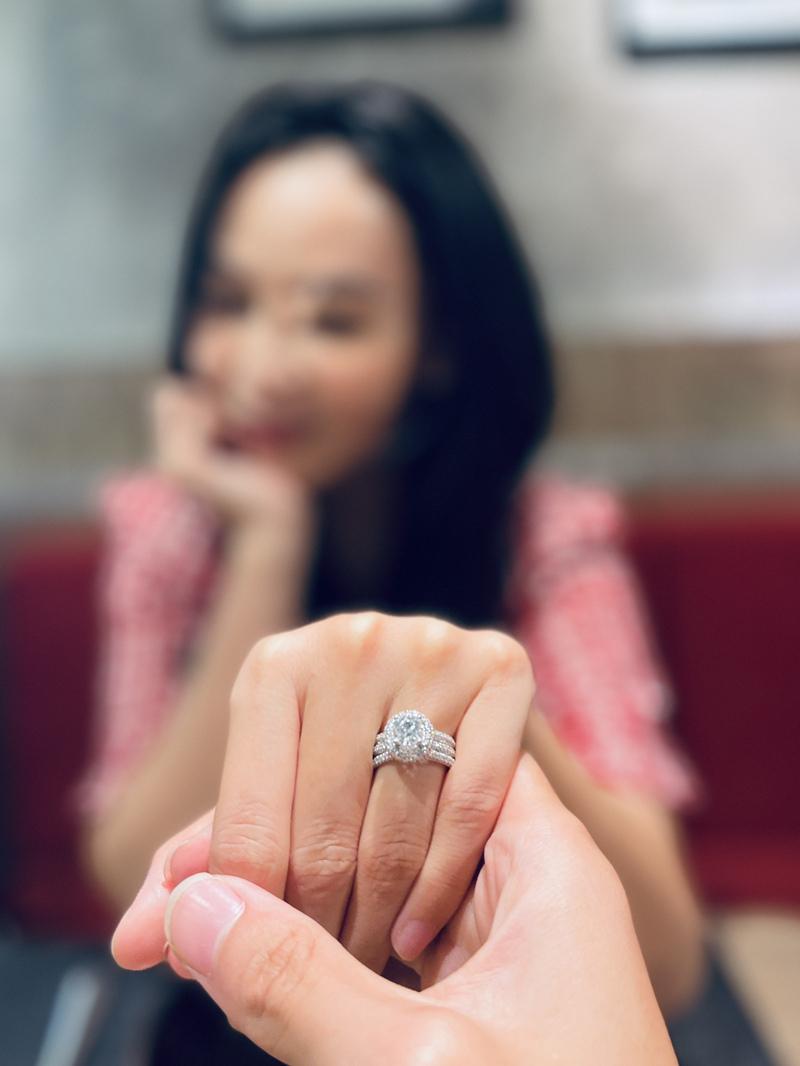 Quán quân 'Duyên dáng Bolero' Mỹ Ngọc đính hôn ở tuổi 30