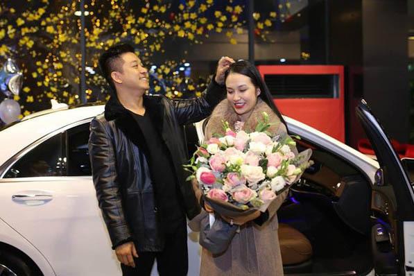 Vợ Tuấn Hưng tuổi 30 xinh đẹp, giàu có, được chồng yêu chiều