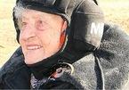 'Cụ bà thép' 99 tuổi lập kỷ lục đi xe tăng