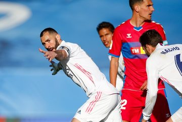 Benzema lên đồng, Real Madrid chiếm ngôi nhì của Barca