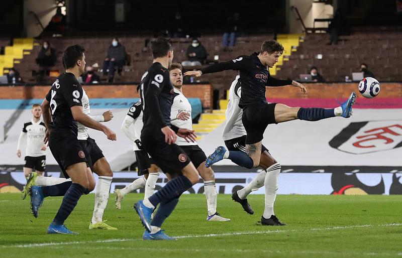 Đè bẹp Fulham, Man City bỏ cách MU 17 điểm