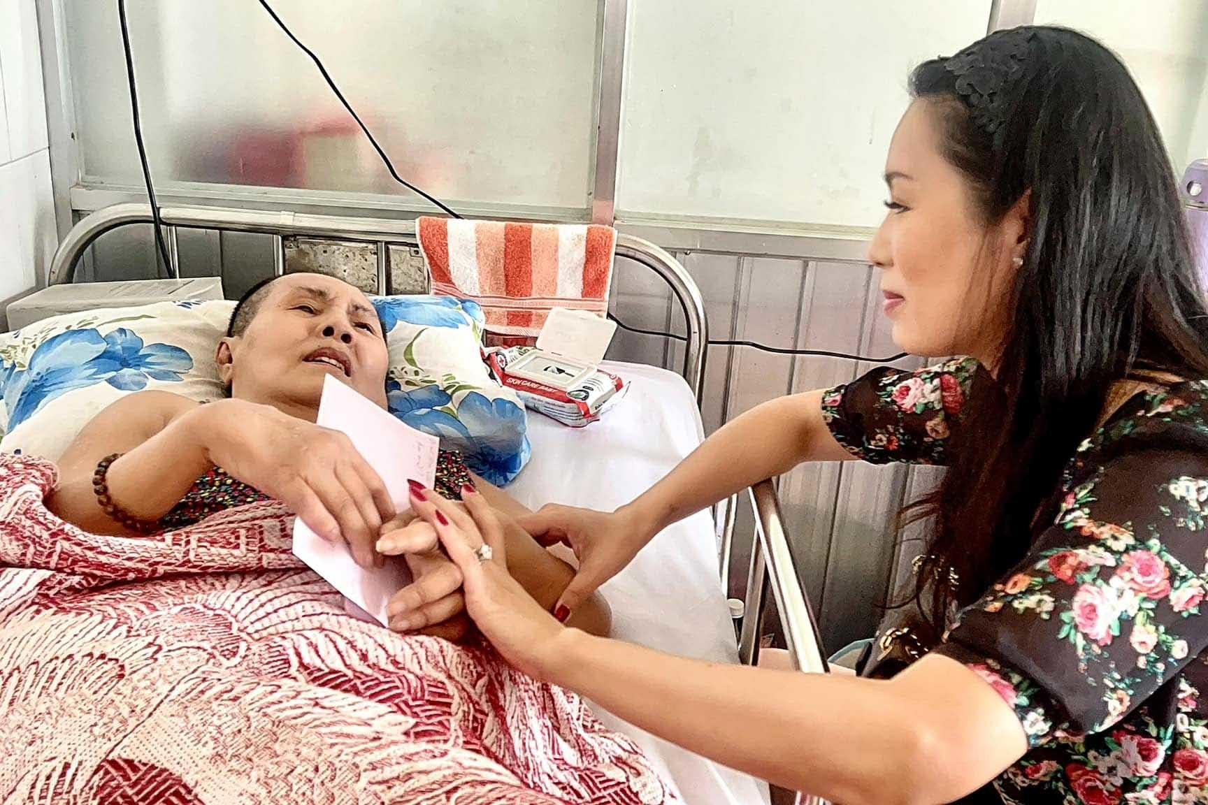 Trịnh Kim Chi kêu gọi hơn 400 triệu đồng ủng hộ nghệ sĩ Hoàng Lan