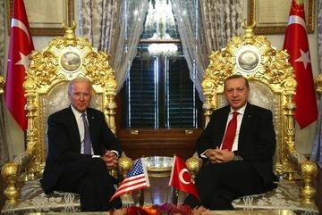 Thổ Nhĩ Kỳ cố làm lành, ông Biden vẫn lặng thinh
