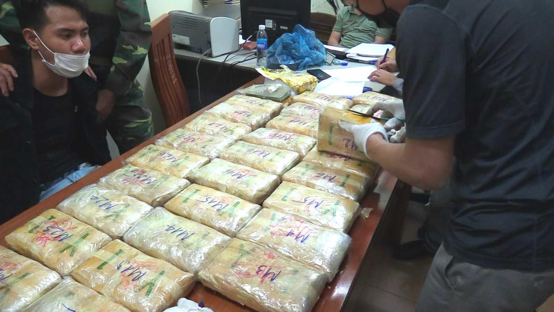 Bắt nam thanh niên vận chuyển lượng ma túy lớn để lấy tiền công