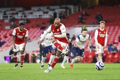 Arsenal xuất sắc ngược dòng hạ Tottenham