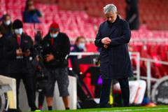 Tottenham thua ngược Arsenal: Thảm họa Mourinho