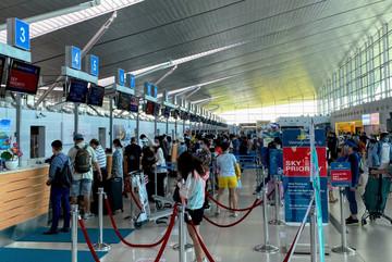 Thiếu, sai họ tên lúc đặt vé có được lên máy bay không?