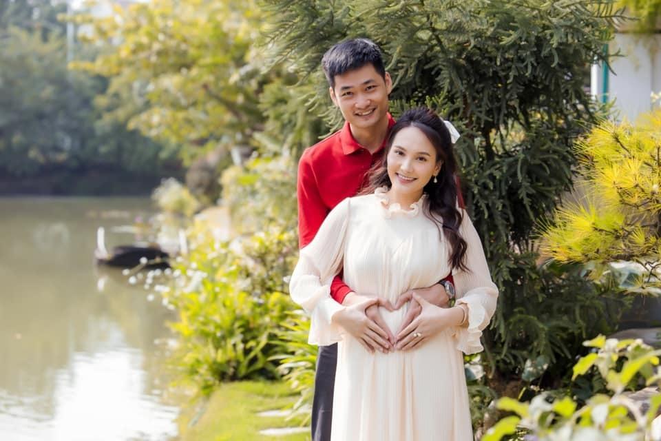 Bảo Thanh chuộng đồ điệu đà, màu sắc khi mang bầu con gái