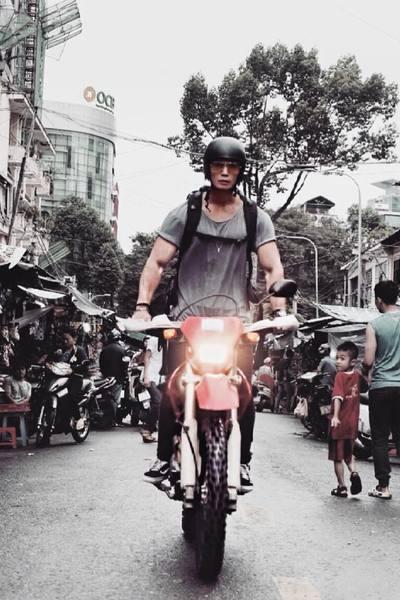 Vẻ cuốn hút đàn ông của Huy Trần - bạn trai Ngô Thanh Vân