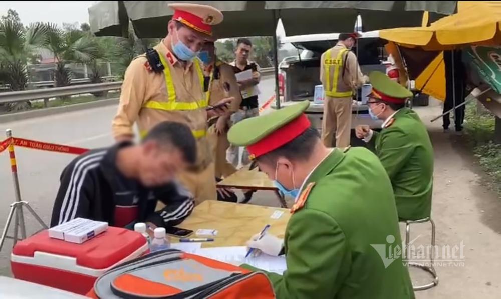 Lái xe bán tải trên cao tốc Hà Nội - Thái Nguyên dương tính với ma túy