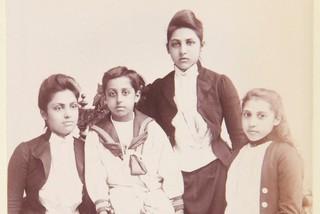 Điều ít biết về những con nuôi của Hoàng gia Anh là người da màu