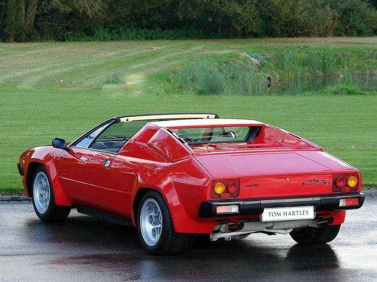 Những siêu xe động cơ V8 đáng thất vọng nhất trong lịch sử
