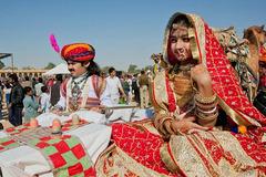Những 'cô dâu 8 tuổi' phiên bản đời thực ở Nam Á