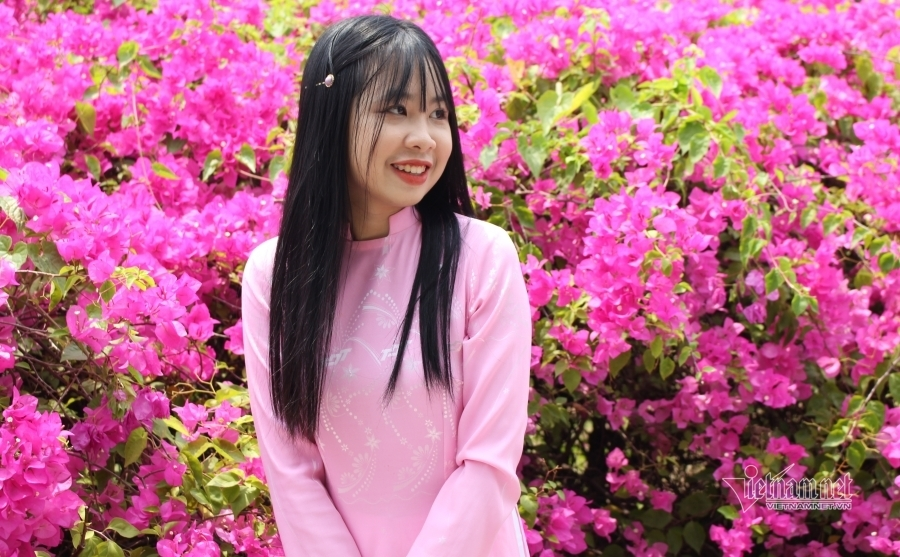 Bức tường hoa đẹp mê mẩn thu hút thiếu nữ Sài thành đến check-in