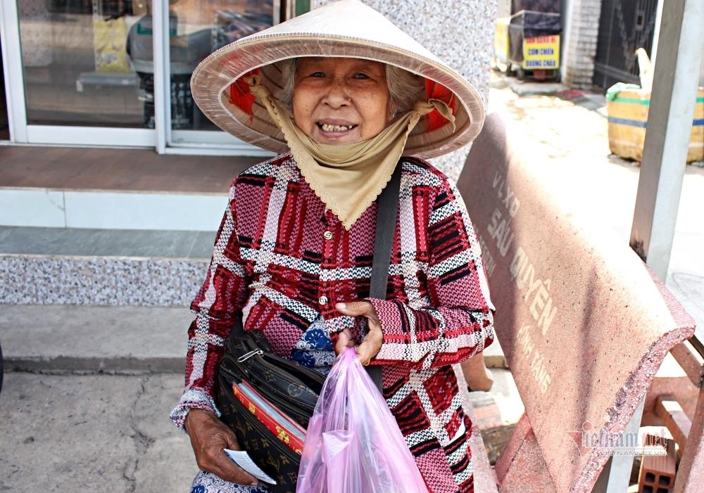 U80 rang người kiếm từng nghìn lẻ giữa chảo lửa Sài Gòn