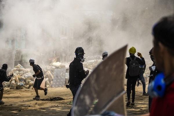 Hơn 400 cảnh sát, lính cứu hỏa Myanmar trốn sang Ấn Độ