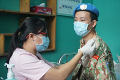 VN military medical officers receive Covid-19 vaccine before leaving for South Sudan mission