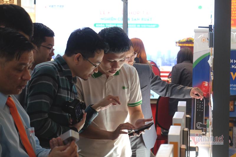 Người Việt cũng làm được khóa thông minh, đẹp chẳng kém Nhật Bản, Hàn Quốc