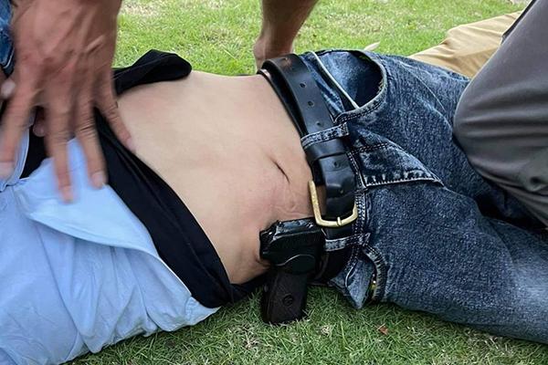 Băng trộm thủ súng trong người, chống trả công an khi bị vây bắt