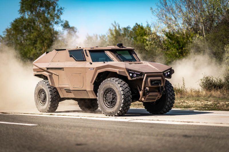 Xe quân sự bọc thép có thể 'bò ngang như cua'