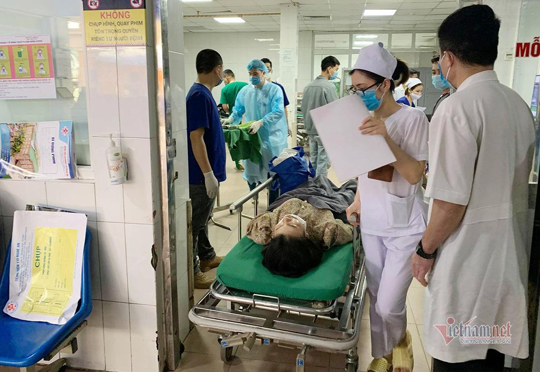 Xe chở 22 người đi đền ông Hoàng Mười gặp nạn, thêm 1 người tử vong