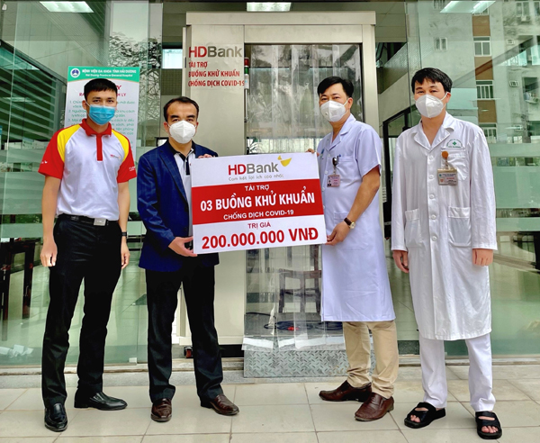 HDBank trao 3 buồng khử khuẩn hỗ trợ Hải Dương chống dịch Covid-19