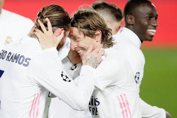 Real Madrid thẳng tiến Cúp C1, Zidane nhận… thua Luka Modric
