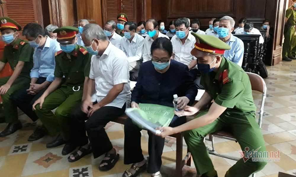 Đại gia Dương Thị Bạch Diệp bất ngờ la hét làm náo loạn phiên tòa