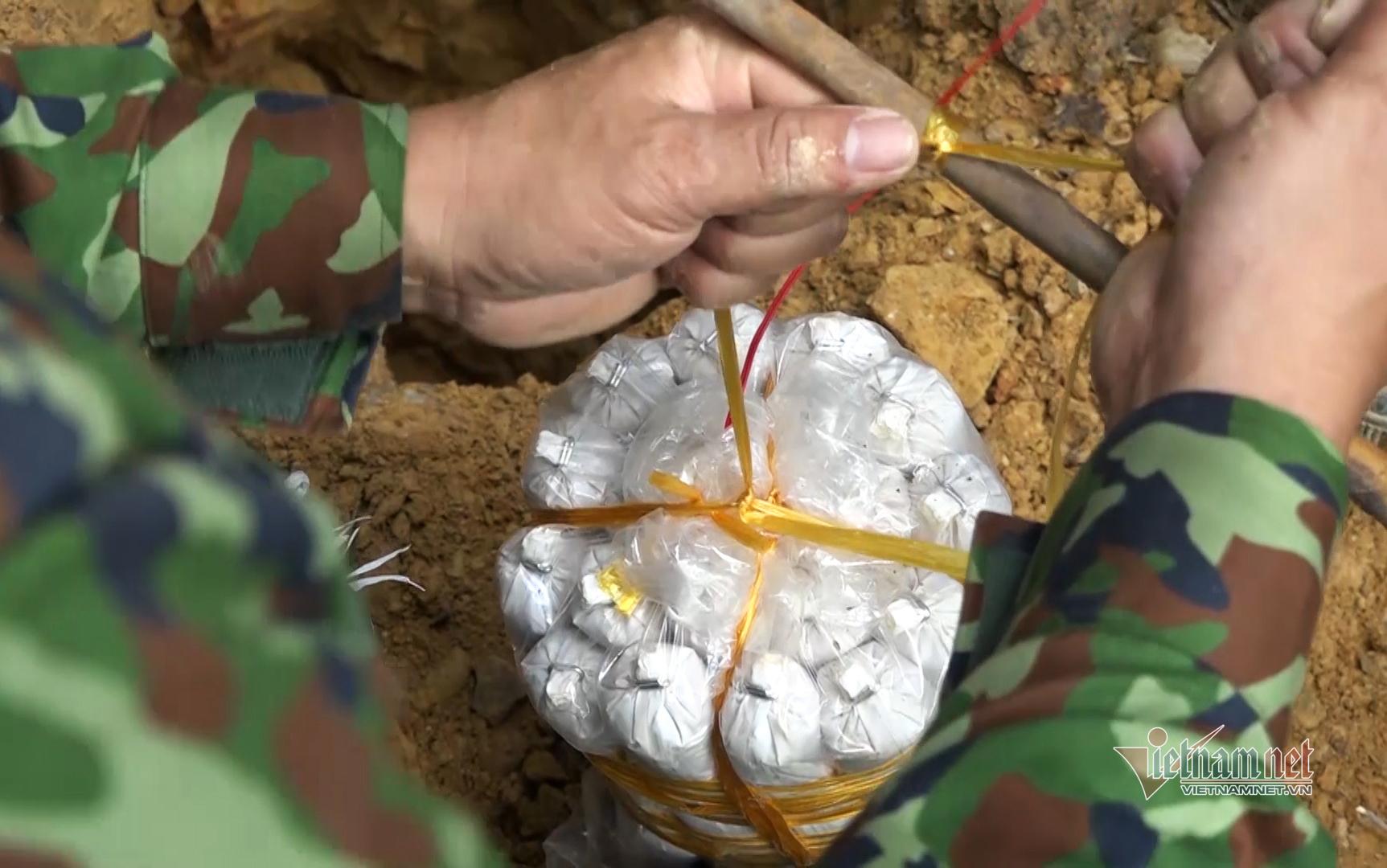 Đặt thuốc nổ đánh sập 29 hầm khai thác vàng trái phép ở Đà Nẵng