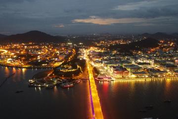 Hà Tiên phát triển thành trung tâm kinh tế du lịch miền Tây