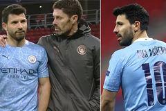 """Aguero bức xúc: """"Đồng đội không chuyền bóng cho tôi"""""""