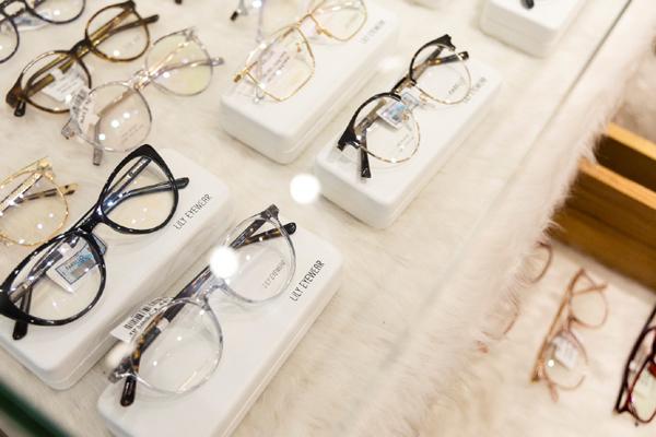 Lên đồ sành điệu với thời trang kính mắt Lily