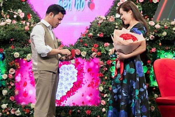 Ông bố đơn thân Ninh Bình tặng vàng cho bạn gái vừa gặp mặt