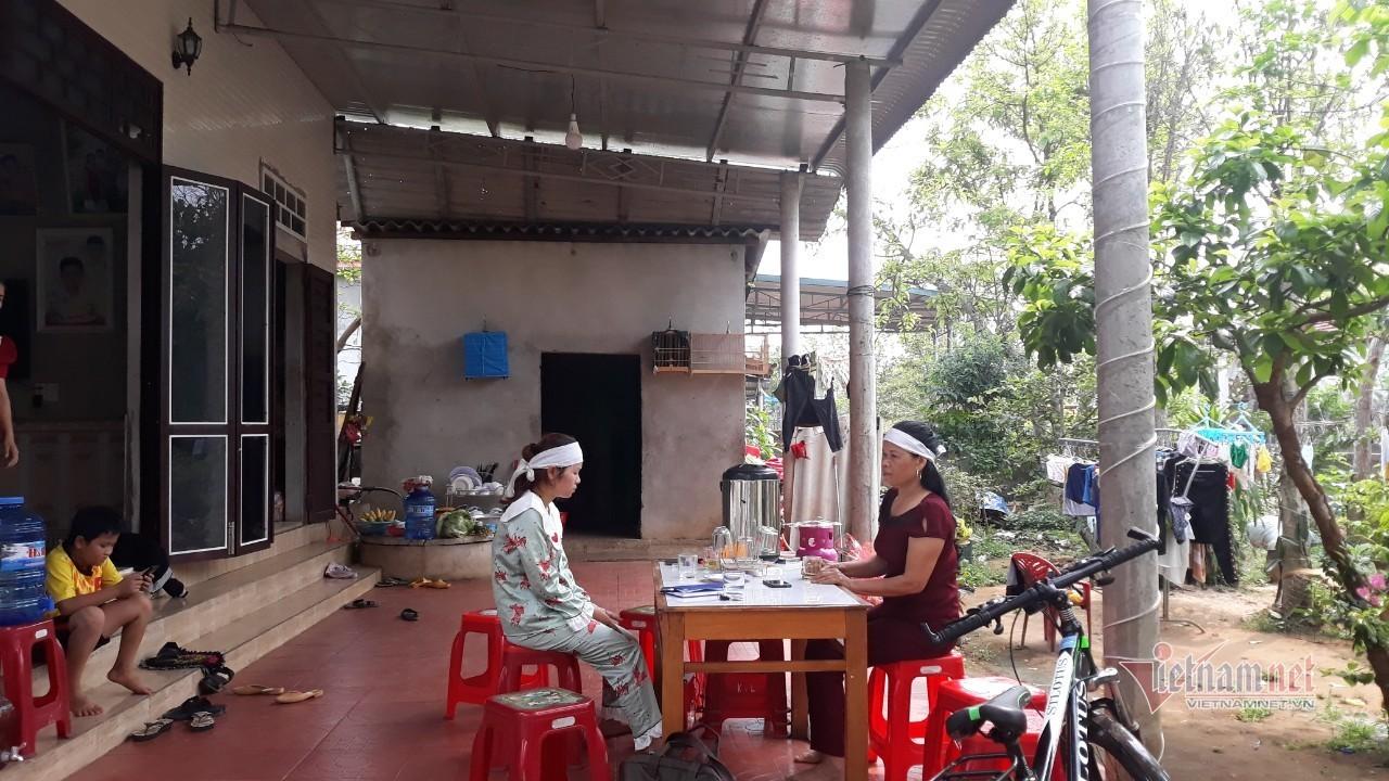 Gia đình bé trai ở Quảng Trị yêu cầu bệnh viện trả lời về cái chết của con