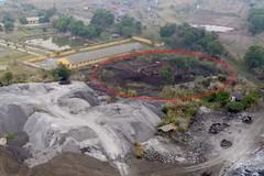 Núi chất thải nguy hại hàng nghìn tấn lộ thiên giữa thành phố Thái Nguyên