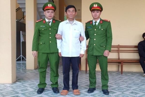 Bắt hai người đàn ông làm giả bằng khen, huân chương của Nhà nước