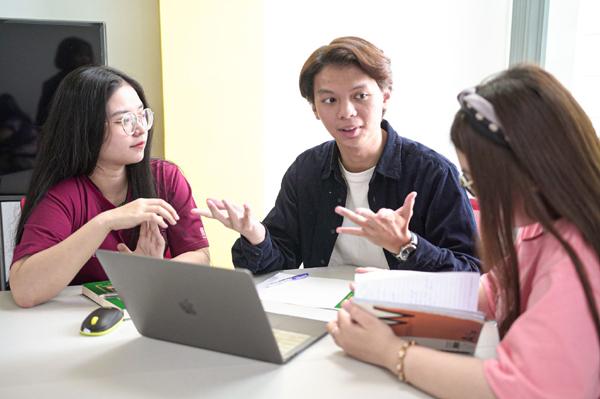 'Mở khóa' con đường du học với talkshow Dấu ấn Đàn chim Việt