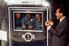 Vì sao các phi hành gia tàu Apollo từ Mặt Trăng về Trái Đất phải cách ly?