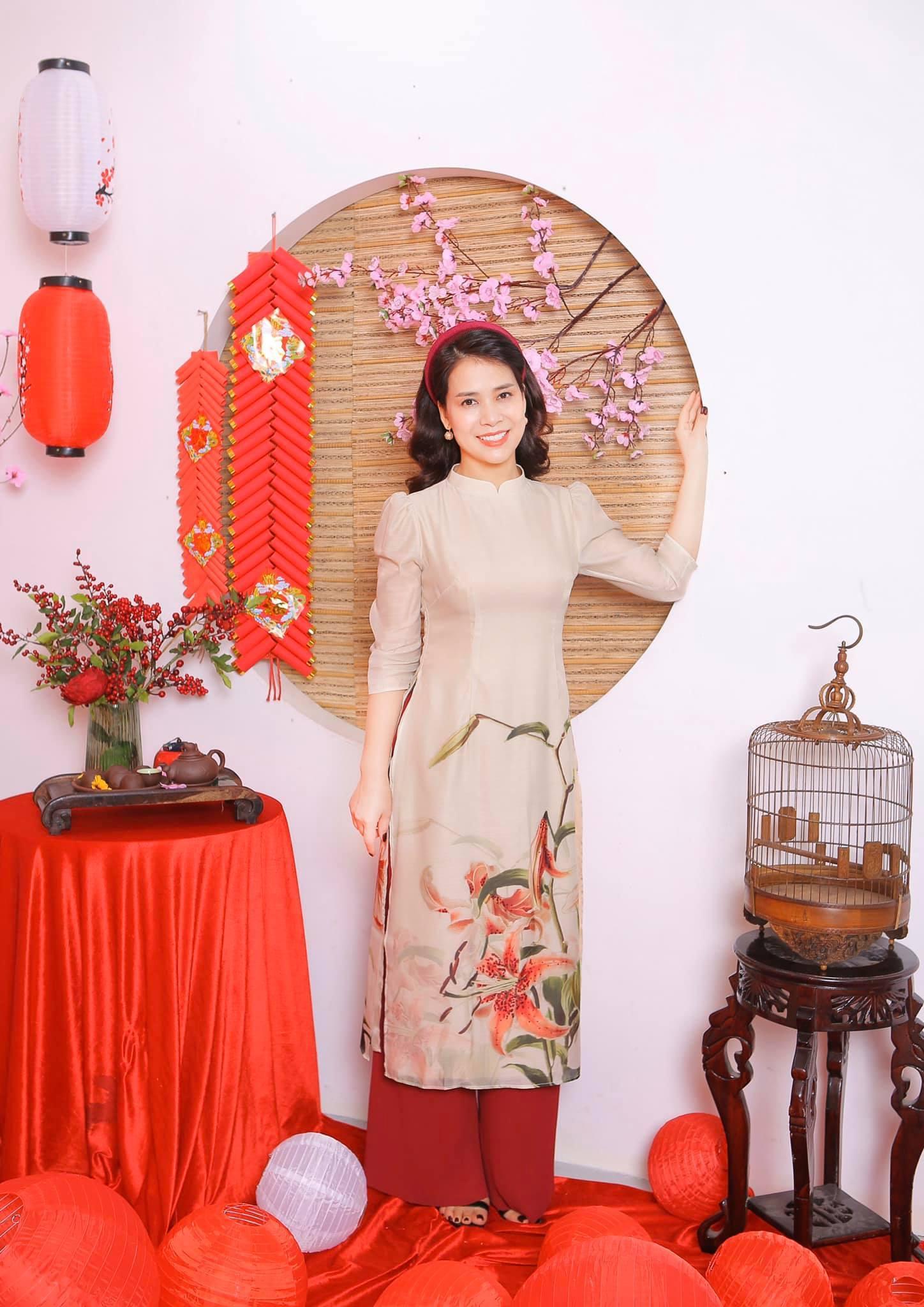 Bạn gái kém 17 tuổi của Chí Trung xinh đẹp ở tuổi 43