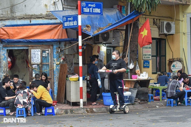 Quán phở Hà Nội ngày bán trăm bát nhờ màn giao hàng 'có một không hai'
