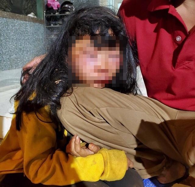 Nữ sinh lớp 6 bị người đàn ông lạ mặt đánh dã man trên đường đi học về