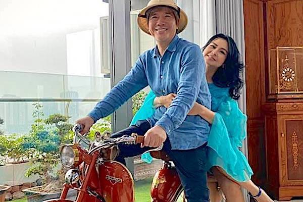 Diva Thanh Lam ngọt ngào bên bạn trai bác sĩ