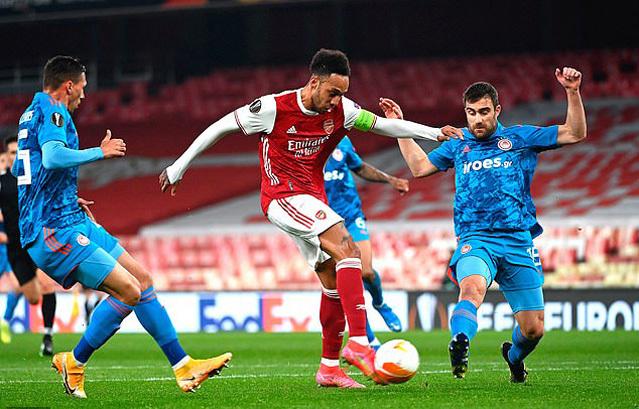 Arsenal phơi áo sân nhà vẫn có vé tứ kết Europa League