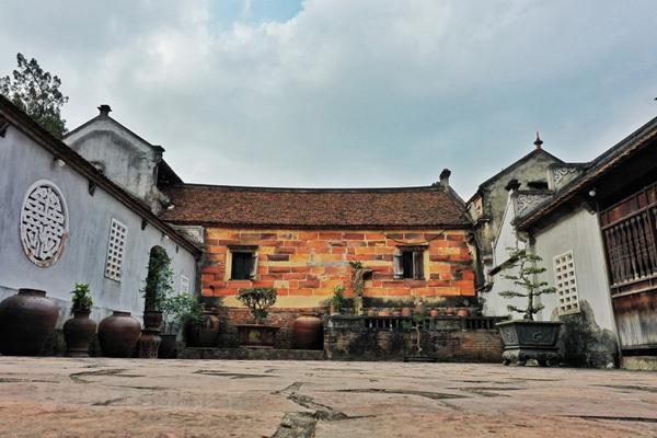 Bo Da Pagoda, home to Vietnam's biggest tower garden