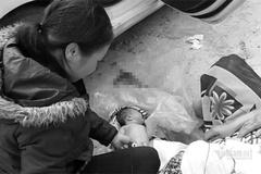 Sản phụ người H'Mông sinh con trên ô tô đi bệnh viện